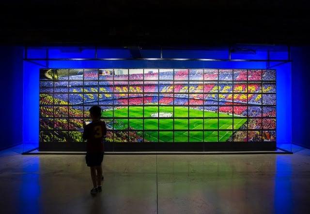 Museu do F.C. Barcelona com crianças