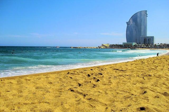 Praia de Barcelona para ir com crianças