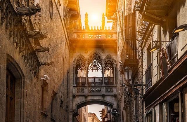 Passeio pelo Bairro Gótico de Barcelona