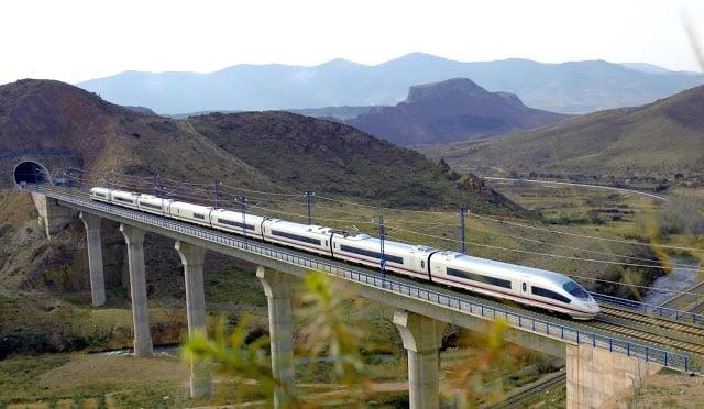 Viagem de trem de Barcelona a Paris