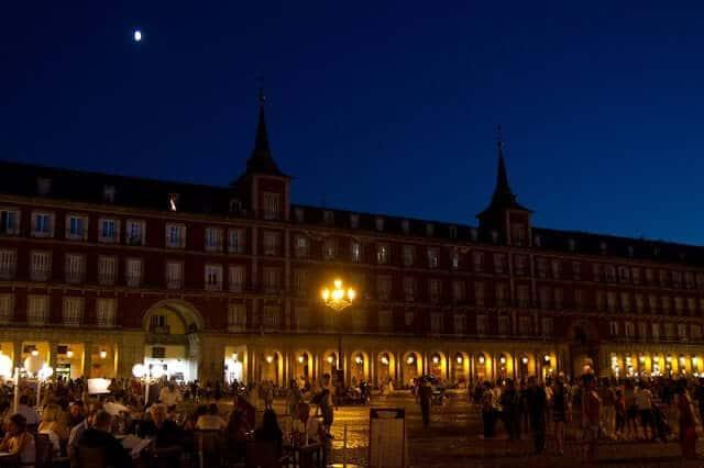 Plaza Mayor em Madri à noite