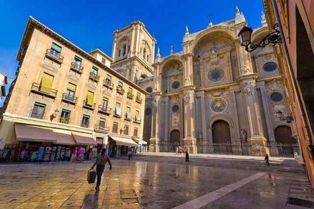 Catedral de Granada no verão