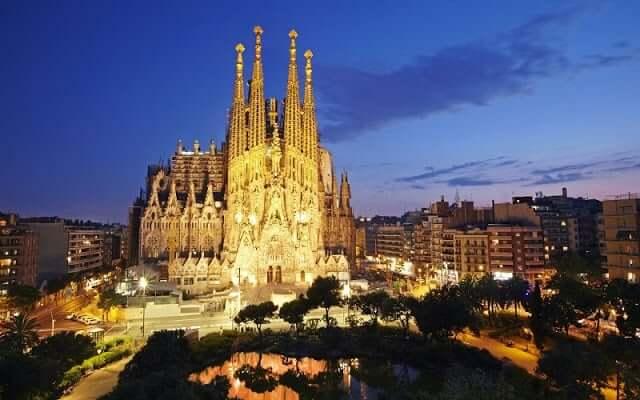 Roteiro de Gaudí - Sagrada Família à noite