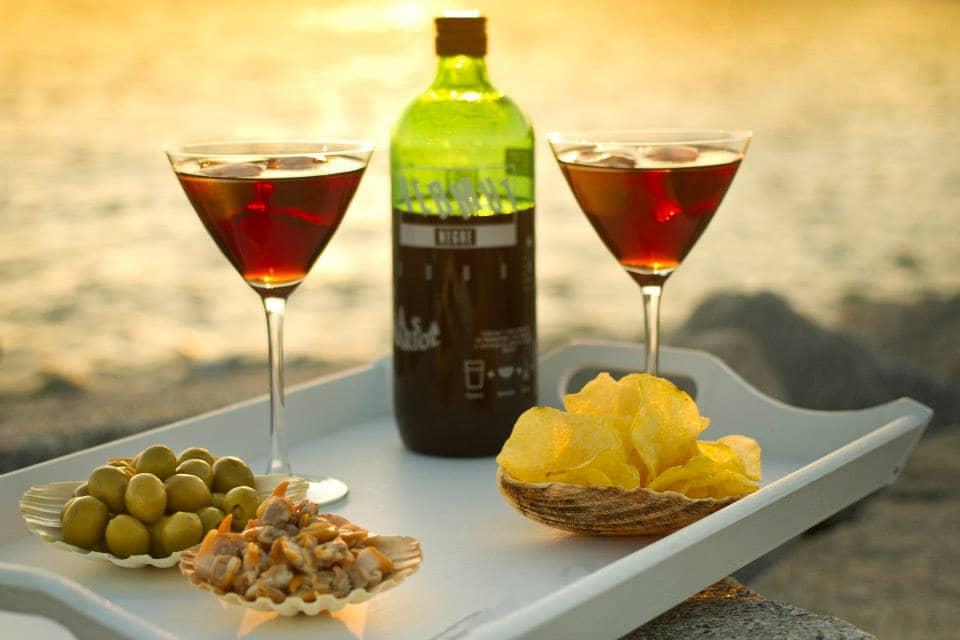Vermut acompanhado de outros aperitivos