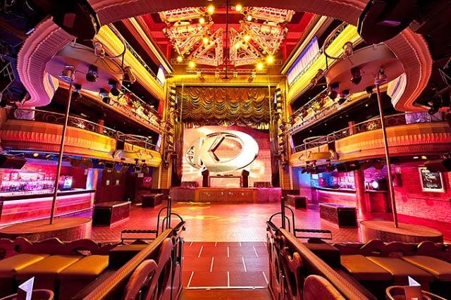 Decoração da Balada Teatro Kapital em Madri