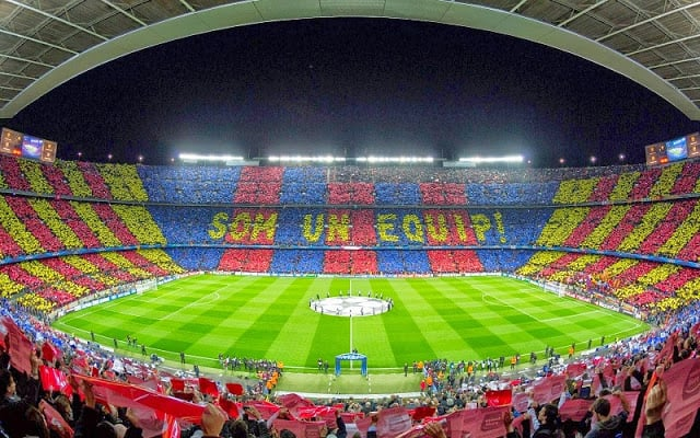 Assistir um jogo do Barcelona ou um show internacional