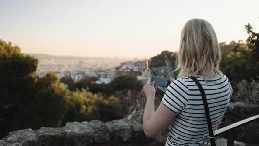 Usando o celular em Barcelona - fotos