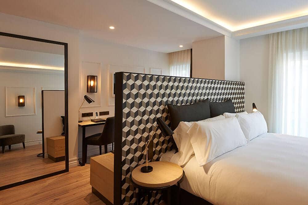 Hotel The Serras em Barcelona - quarto