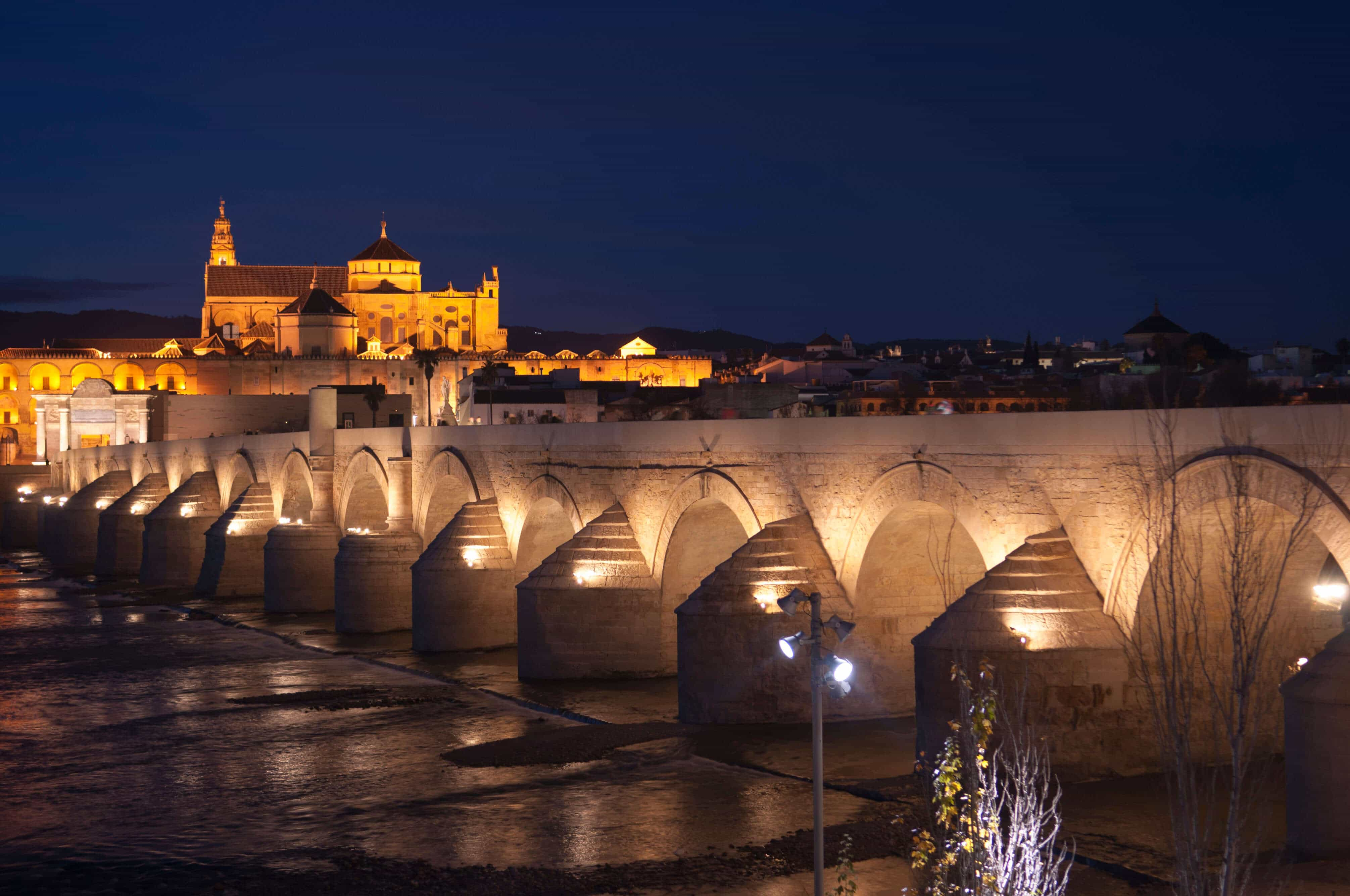 Passeio pela Ponte Romana em Córdoba