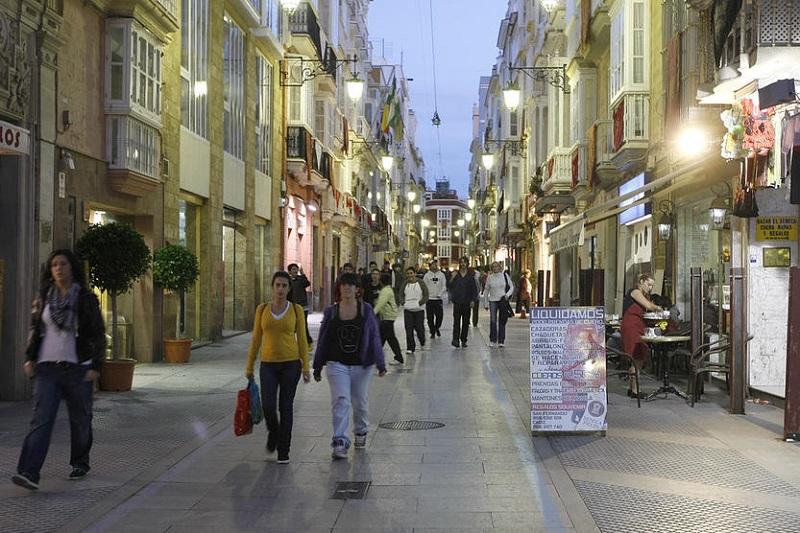 Rua de compras em Cádiz